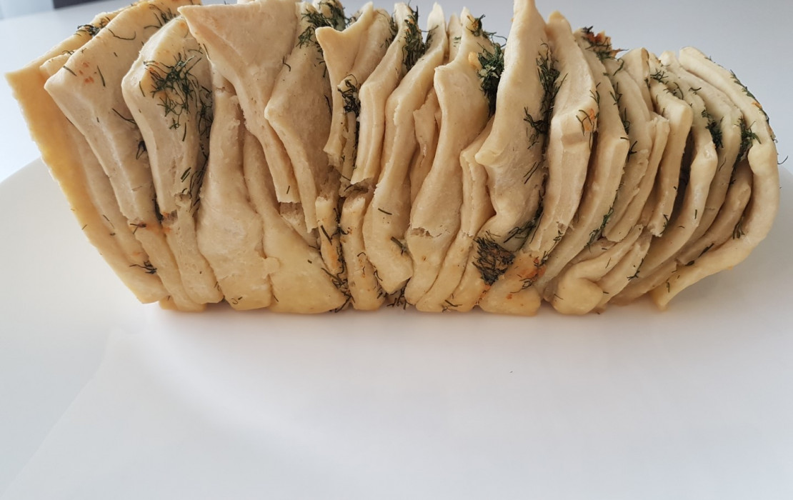 Chlebek czosnkowo - koperkowy.