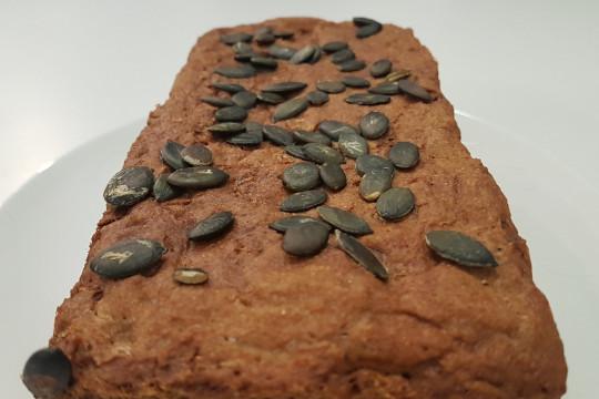 Domowy chleb z mąki orkiszowej.