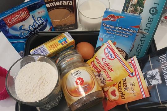 Potrzebne składniki na babeczki muffinki.