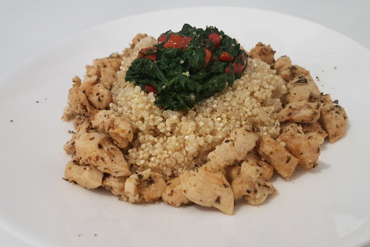 Quinoa ze szpinakiem i kurczakiem.