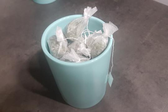 Pakujemy naszą herbatę miętową.
