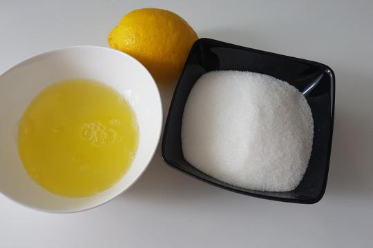 Białka jaj, cukier, cytryna ;)